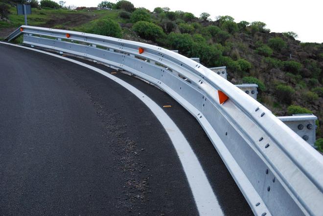 FP7: Materiales compuestos híbridos. Barreras de seguridad vial hechas de materiales compuestos híbridos de polímero