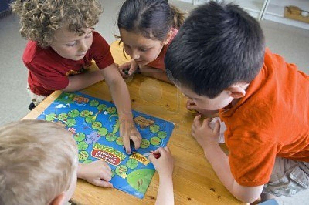 niños-jugando-en-clase